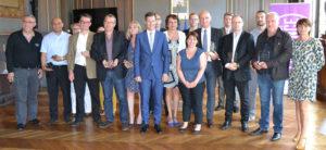 Remise des trophées des clauses sociales / prix de l'insertion et de l'emploi durable pour le Groupe Cheval et E26 remis par le DIEDAC Plie et le Maire de Valence, Nicolas Daragon