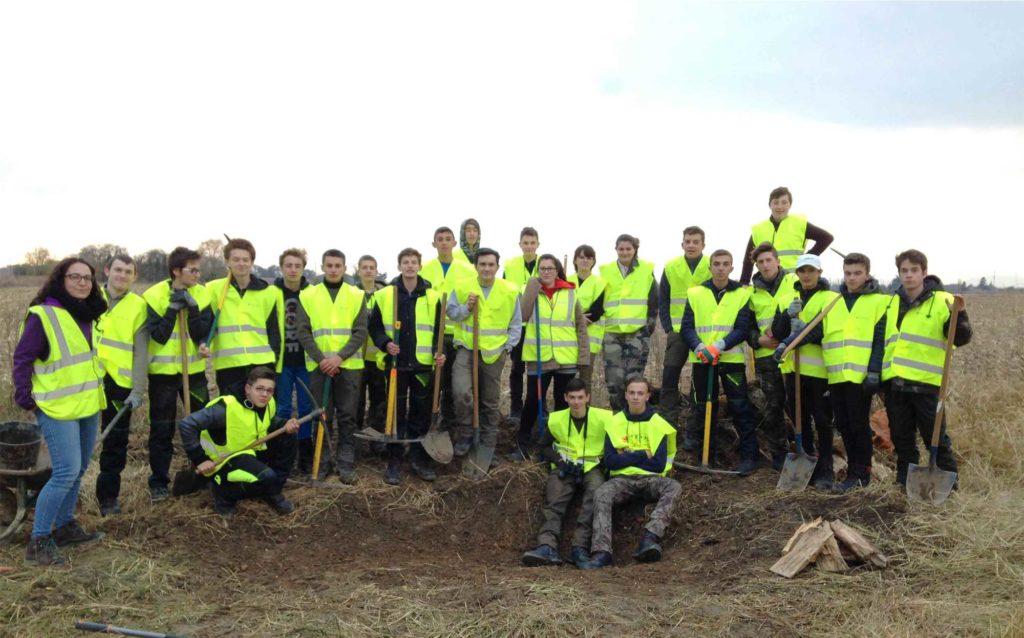 Photo de groupe de la classe de seconde de la MFR sur le site de Mondy à Bourg de Péage
