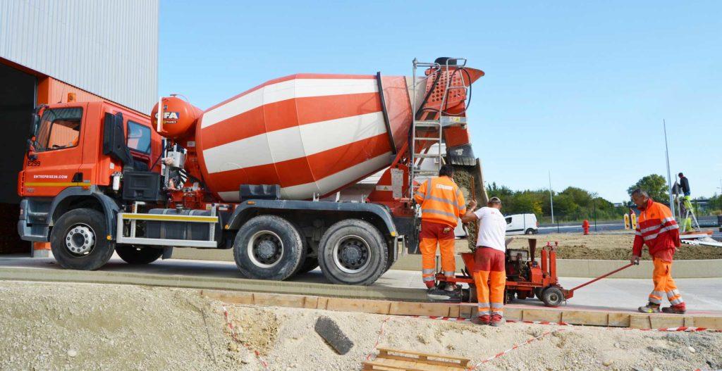 Création des bordures sur le chantier d'Allo Pneu par E26