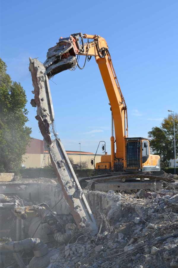 Démolition de l'ancien bâtiment industriel de la STEF